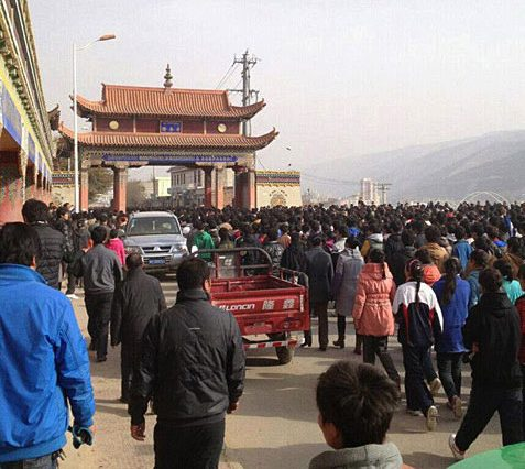 Thousands of Tibetan students and schoolchildren gather for peaceful demonstration in Rebkong
